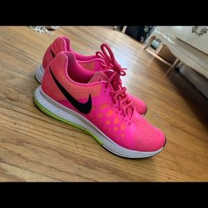 Pink nike zoom shoes
